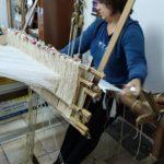 Associazione Baco e ginestra - al telaio - Stilo (foto di Silvia Manzoni)